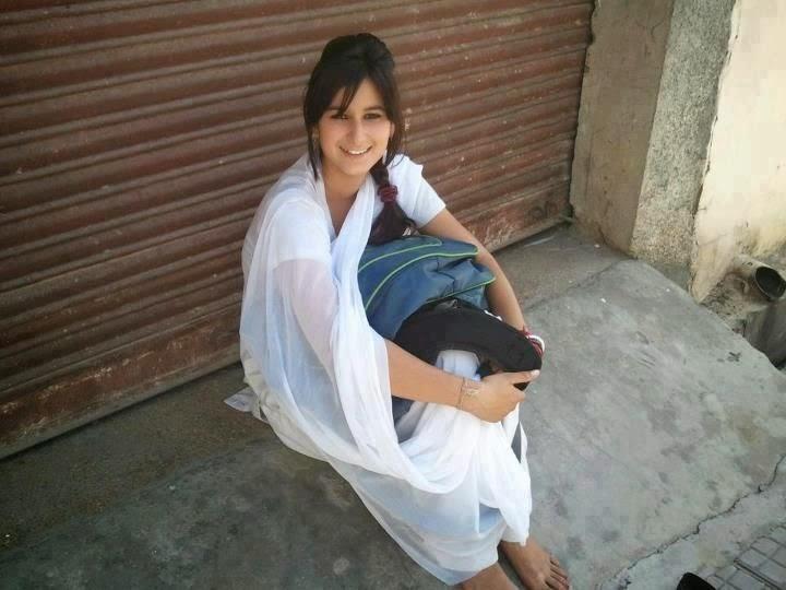 Pakistani Naughty Beautiful School Girl Images 2015 -6826