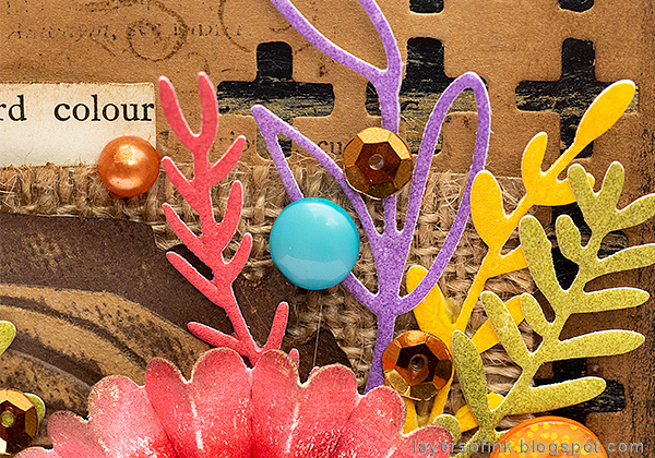 Layers of ink - Rosette Wall-hanger Tutorial by Anna-Karin Evaldsson with Sizzix Tim Holtz Funky Floral