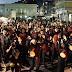 Χιλιάδες καρναβαλιστές στους δρόμους της Πάτρας για τη νυχτερινή παρέλαση