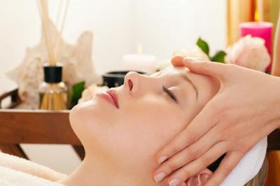 doanh nhan phan duc linh chia se bí quyet massage da mat tai nha