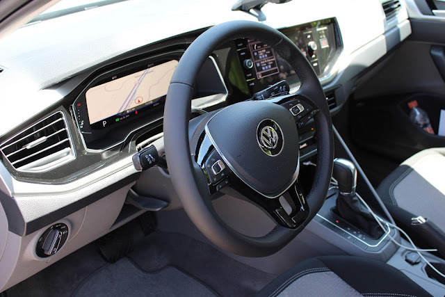 VW Virtus (Polo Sedan) TSI Automático - interior