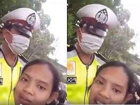 Kena Tilang Polisi, Wanita ini malah meminta maaf sambil ngevlog - Responsive Blogger Template