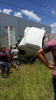 Caminhões batem de frente em rodovia da Paraíba;veja vídeo