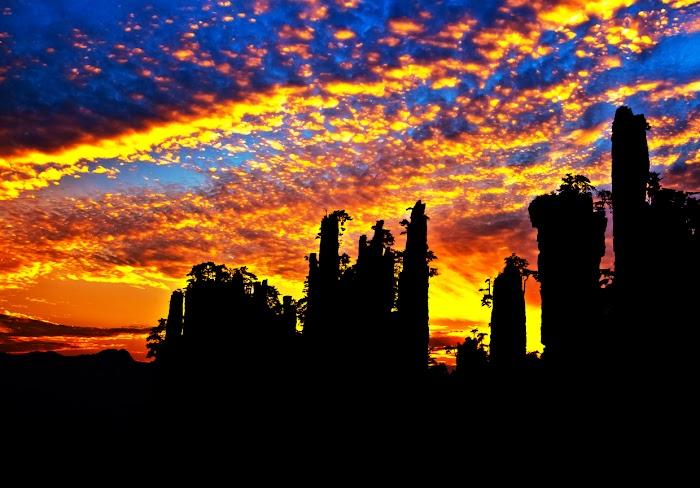 Amazingexplore Wulingyuan Scenic Area in Zhangjiajie, Stunning Color in Evening