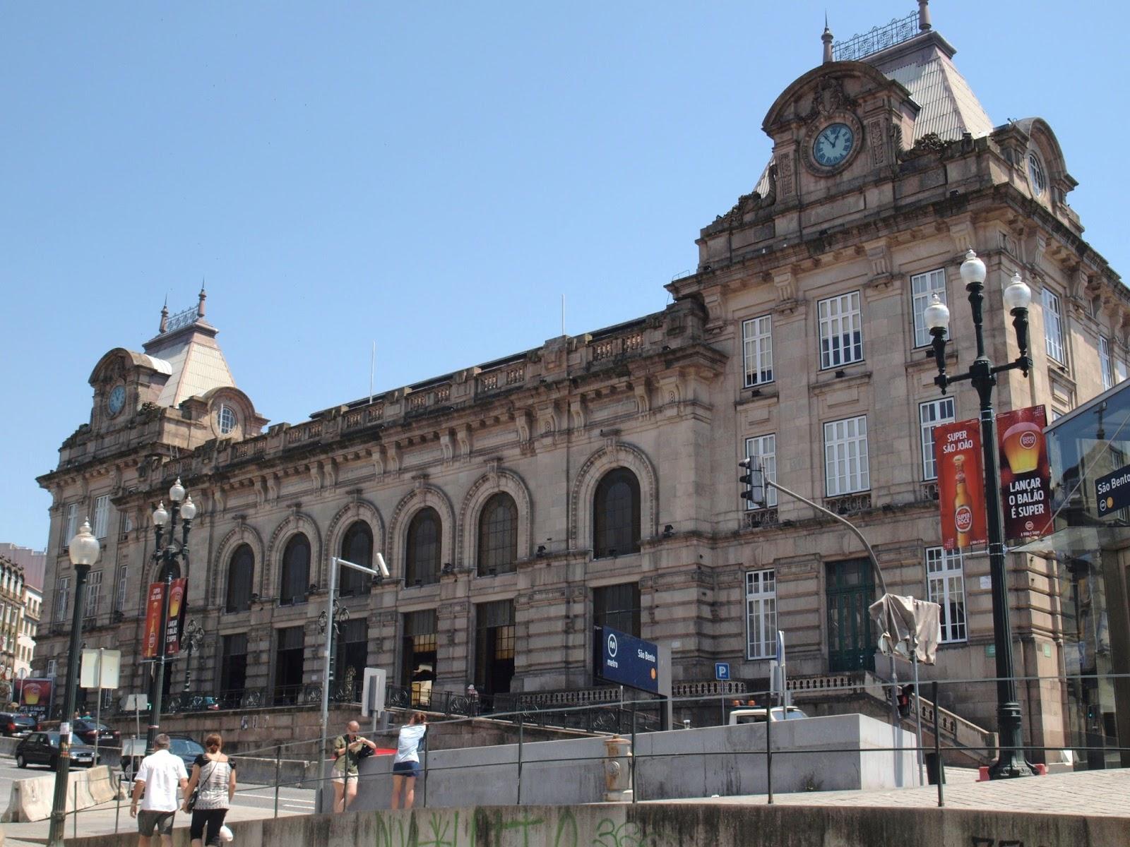 Risultati immagini per Estación de San Bento en Oporto