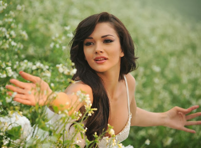 Amy Jackson Latest Hot Images From Ai Movie
