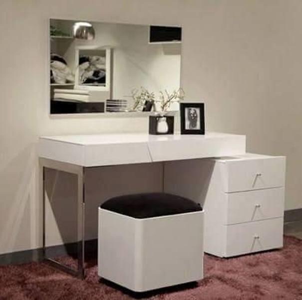 meja rias warna hitam putih