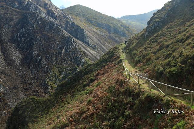 Zona con barandillas de la Ruta del Chorrón, Asturias