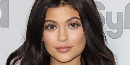 How Does Kylie Jenner Get Her Eyelashes So Long - Megha Shop