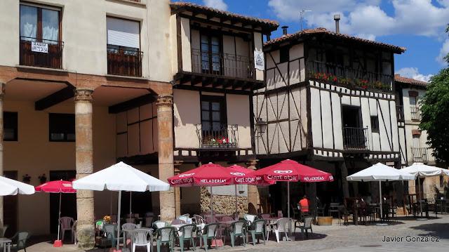 Burgos. Covarrubias. Casas de entramado y mortero