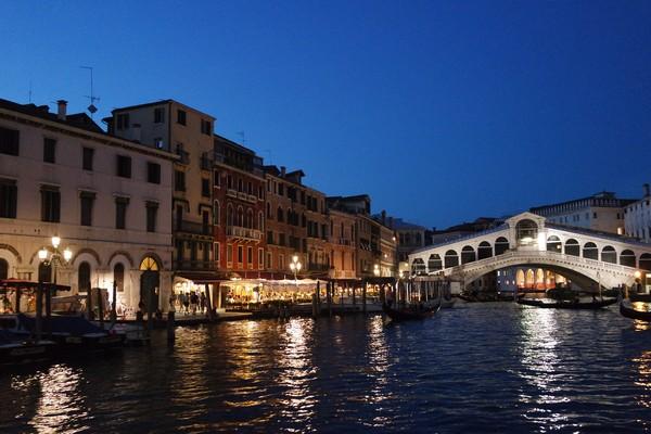 venise italie grand canal rialto nuit