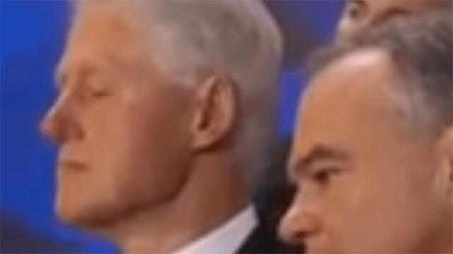 Trump se burla de Bill Clinton por quedarse dormido durante el discurso de su esposa
