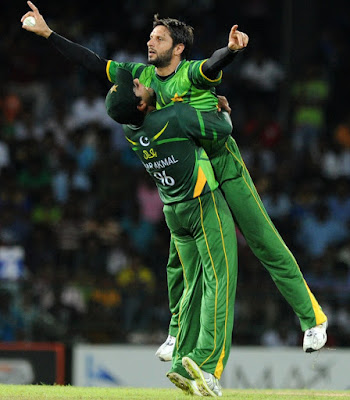 Shahid Afridi with the player-of-the-series trophy.