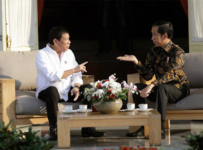 Philippine President Rodrigo Duterte (left) and President Joko Widodo.