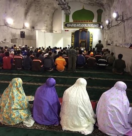 Masjid di Indonesia ini Dibangun pada Kedalaman 1.760 Meter