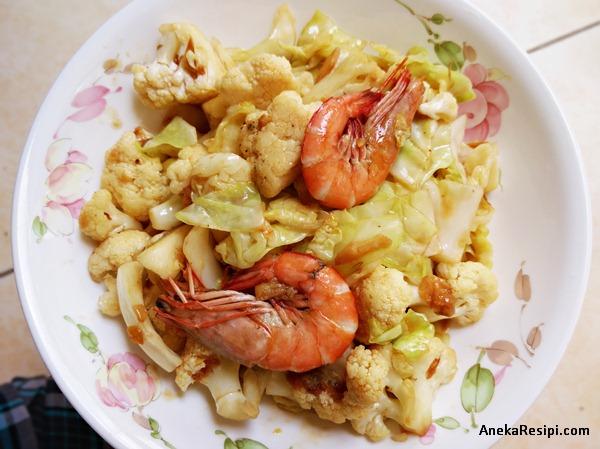 sayur goreng bunga kobis, kobis dan udang denga sos tiram