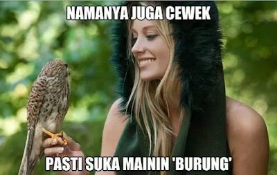 cewek mainin burung