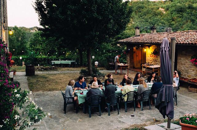 Dining al fresco, La Tavola Marche