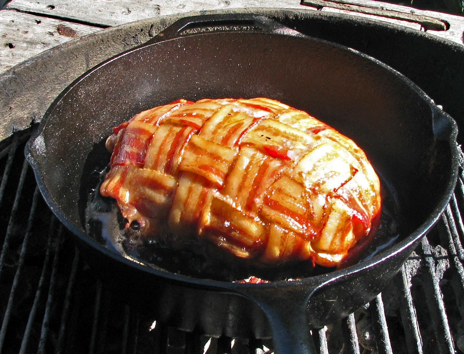 Mad Meat Genius Grilled Meatloaf Weber Trivet Barbeque Is Comfort Food At The Chilebrown Household It Simple And Easy To Make Cooking In Gives A Small Kiss Of Smoke That