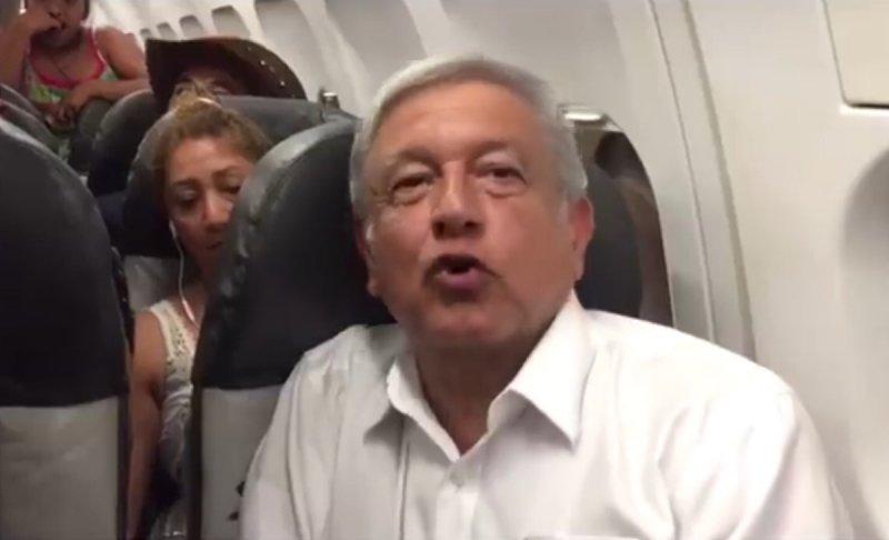 VIDEO: Pese a más de tres horas de espera, AMLO reitera que no se subirá al avión presidencial.