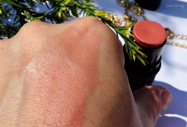 Kremowy Wielozadaniowy róż w sztyfcie Avon Mark - Blushing Nude