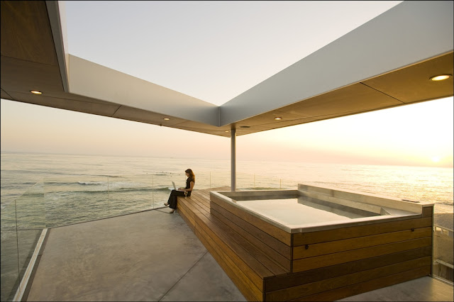 Picture of wooden hot tub on the rooftop terrace overlooking the ocean