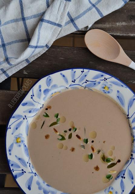 Crema fría de ajo negro y frutos secos 1
