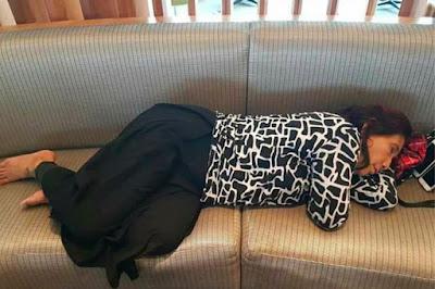 Berita-Unik-Heboh-Menteri-Susi-Menjadi-Viral-Karena-Fotonya-Tertidur-Di-Bandara-AS