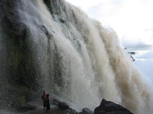 Salto Sapo en Parque Nacional de Canaima