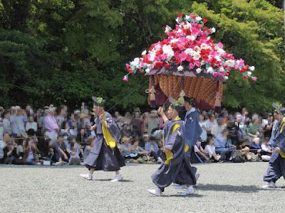 京都御苑・葵祭 風流傘