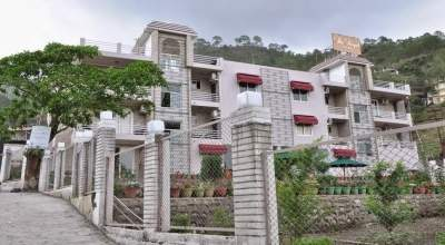 The Royal Court Hotel Bhimtal, Uttarakhand, has state-of-the-art accommodation arrangements.