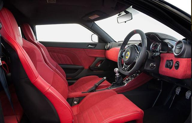 El interior del Lotus Evora 400 Coupé está diseñado bajo un genuino estilo deportivo