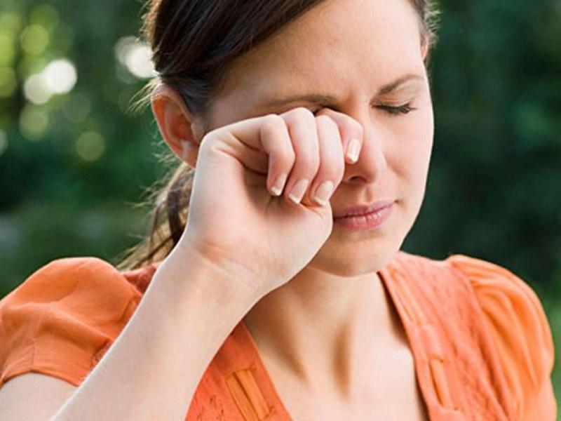Lý do bị nháy mắt liên tục?