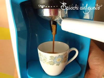 macchina del caffè severin in azione