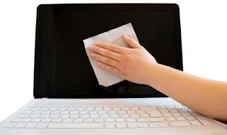 Tips membersihkan layar laptop