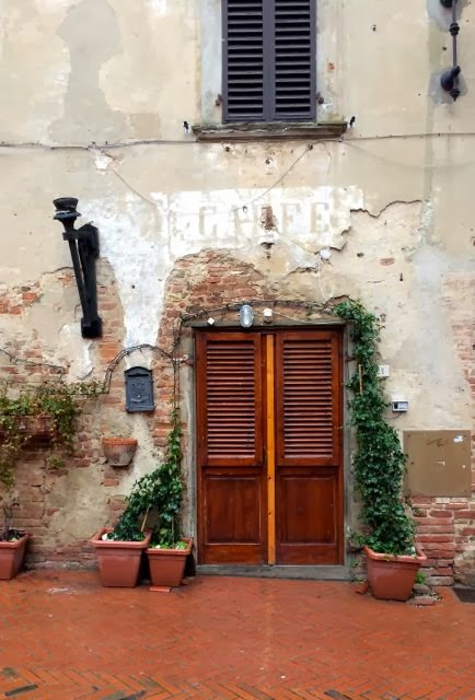 Eating in Tuscany {Osteria La Saletta + Certaldo }
