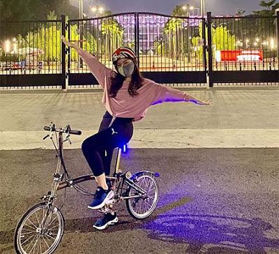 Valendza Wijaya Bersepeda