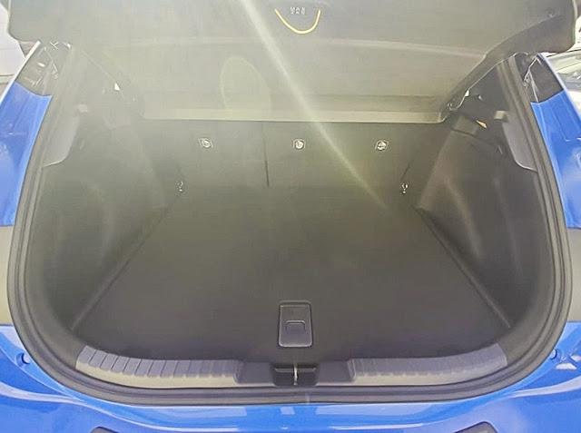 Toyota-Corolla-XSE-2020-cargo-space