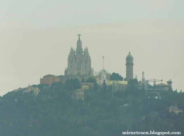 Храм Святого Сердца в Барселоне, вид с Монжуика