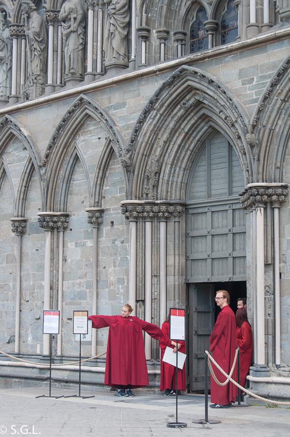 Catedral de Nidaros en Trondheim. Hurtigruten, de crucero por el litoral noruego