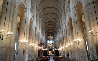 interior basílica de St. Serni