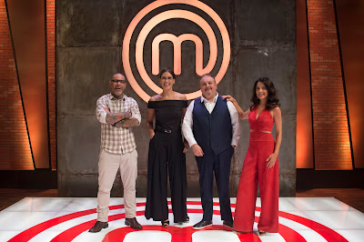 Os jurados Henrique Fogaça, Paola Carosella, Erick Jacquin e a apresentadora Ana Paula Padrão - Crédito: Carlos Reinis/Band