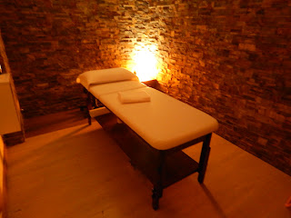 Massage rooms ideal for golf players, Massage bed in high quality wood