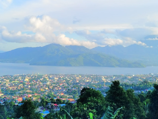 Pemandangan Kota Ternate dari Taman Moya