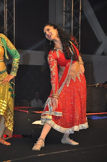 Bollywood Actress Model Sunny Leone Dance Performance in Red Half Saree at Rogue Audio Launch 13 March 2017  0069.jpg