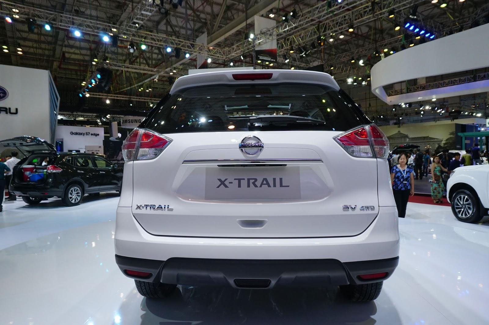 Đuôi xe Nissan X-Trail 2016 đơn giản, khá mạnh mẽ và góc cạnh