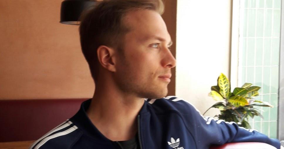 Teatterikärpäsen puraisuja : Haastattelussa Eino Heiskanen