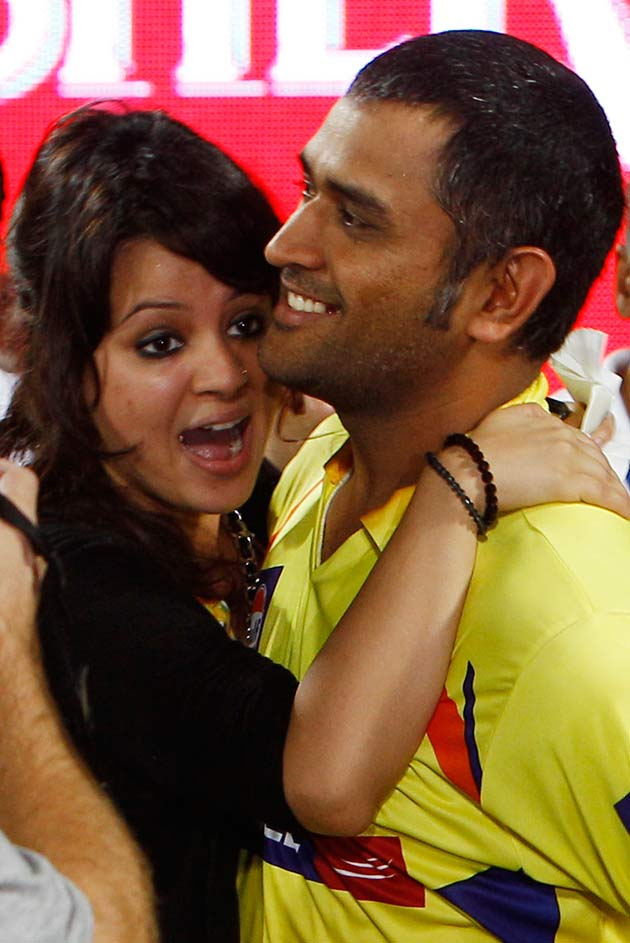Dhoni and Sakshi in a Bike ad together - Chennai Super ...