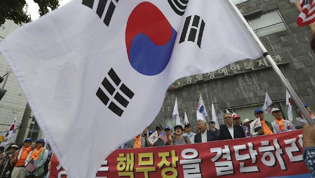 A Coreia do Sul está considerando levantar suas próprias sanções contra a Coreia do Norte.