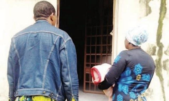 Nigerian Immigration officials nab Camroonian couple fleeing to Nigeria with stolen baby